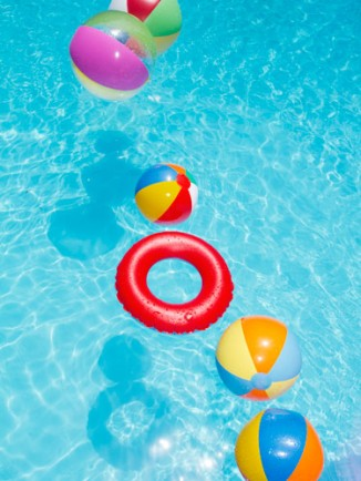 01-pool-with-floaties-lgn-74593533